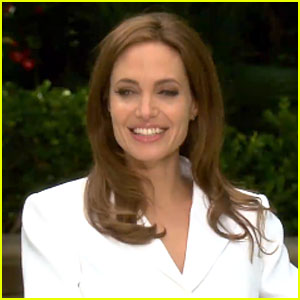 Angelina Jolie Wants to Be Experimental & Raw with Brad Pitt in New Movie (Video)