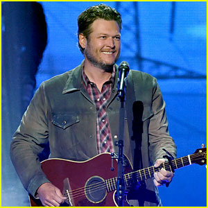 Blake Shelton Performs & Wins at the iHeartRadio Music Awards!