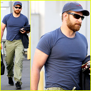 Bradley Cooper Shows Off His Super Beefed Up Body!