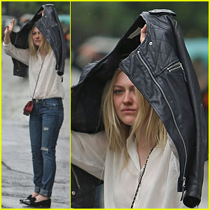 Dakota Fanning Tries to Hail Cab While Hiding from NYC Rain!