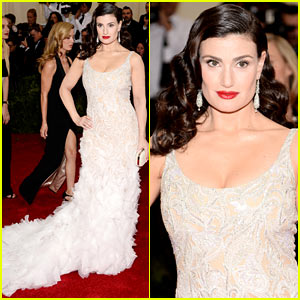 Idina Menzel Looks So Elegant at the Met Ball 2014!
