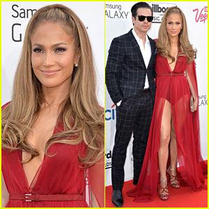 Jennifer Lopez Displays Every Inch Of Her Leg at Billboard Music Awards 2014 Alongside Casper Smart