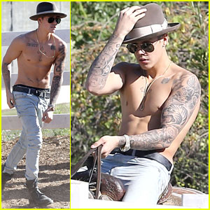 Justin Bieber Shows Off Shirtless Bod While Riding Horseback!