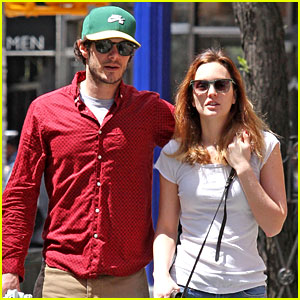 Leighton Meester & Adam Brody Go On a Romantic NYC Stroll!