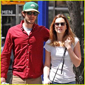 Leighton Meester & Adam Brody Go On a Romantic NYC Stroll!