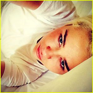 Miley Cyrus</a> is Still Heartbroken Over Her Dog Floyd's Death - Read Her Touching Letter Here!
