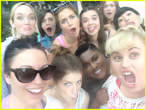 'Pitch Perfect 2' Cast Snaps Selfie; YouTuber Flula Borg Joins The Flick