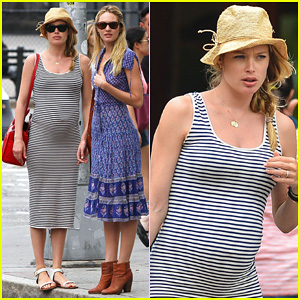 Pregnant Doutzen Kroes Steps Out in NYC with Candice Swanepoel!
