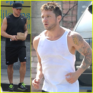 Ryan Phillippe Flaunts His Buff Biceps During a Jog!