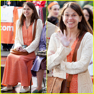 Sutton Foster Performs 'On My Way' with Cast of 'Violet' on 'The Today Show' - Watch Now!
