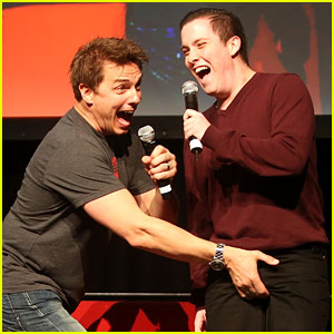 Arrow's John Barrowman Jokingly Grabs a Fan's Crotch at Supanova Expo