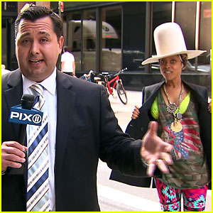 Erykah Badu Crashes the News, Tries to Kiss Reporter! (Video)