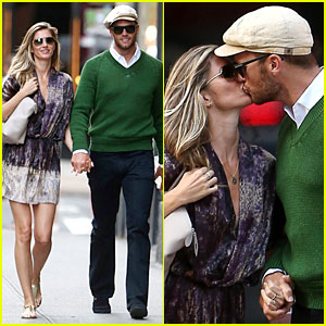 Gisele Bundchen & Tom Brady Pack On the PDA in New York!