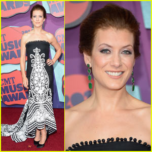 Kate Walsh Goes Glam for CMT Music Awards 2014
