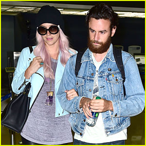 Kesha & Boyfriend Brad Ashenfelter Are Completely Inseparable at LAX Airport!