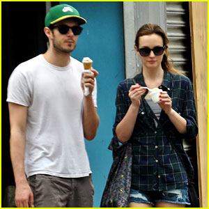 Leighton Meester & Adam Brody Go for an Ice Cream Date!