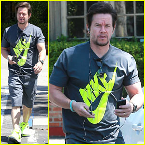 Mark Wahlberg's Buff Torso Never Fails to Impress!