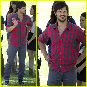 Taylor Lautner Looking Sexy On 'Run The Tide' Set
