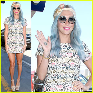 Kesha Rocks Newly Dyed Blue Hair at LAX
