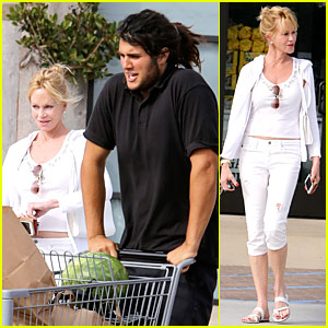 Melanie Griffith Gets Strong Grocery Help on the Fourth of July!