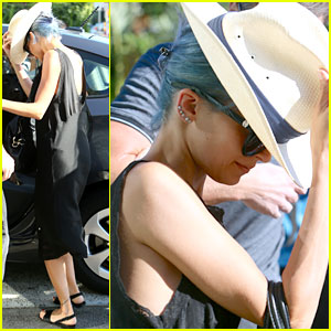 Nicole Richie Switches from Purple to Blue Hair Once Again!