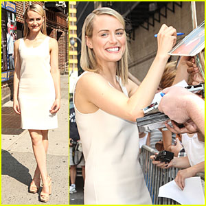 Taylor Schilling Is Such a Sweetheart to Fans at 'Letterman'!
