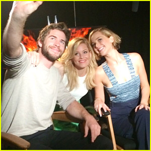 Elizabeth Banks Shares 'Cutie' Pic with Jennifer Lawrence & Liam Hemsworth