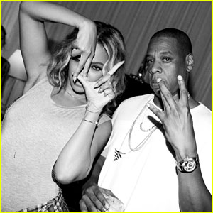 Beyonce & Jay Z Keep a United Front Backstage at 'On The Run'