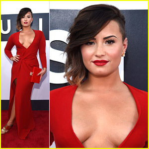 Demi Lovato Oozes Hotness at MTV VMAs 2014!