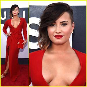 Demi Lovato Oozes Hotness at MTV VMAs 2014!