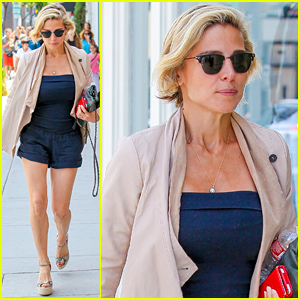 Elsa Pataky Goes Picture Frame Shopping on Chris Hemsworth's Birthday