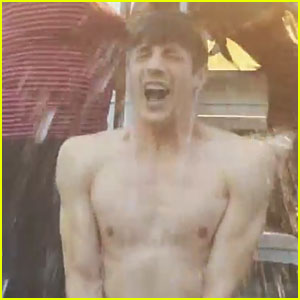 The Flash's Grant Gustin Goes Shirtless For Ice Bucket Challenge - Watch Now!