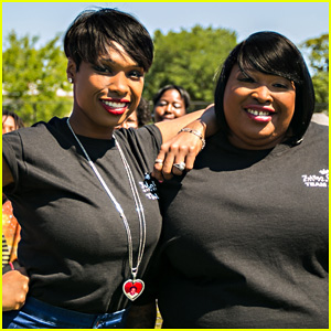 Jennifer Hudson & Sister Julia Provide School Supplies to Over 8,100 Chicago Students In Need at Hatch Day!