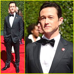 Joseph Gordon-Levitt Looks So Handsome at Creative Arts Emmys 2014
