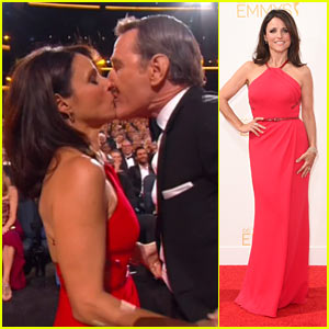 Julia Louis-Dreyfus Kisses Bryan Cranston After Her Emmy Win!