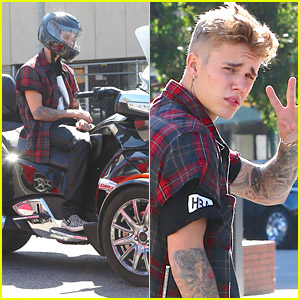 Justin Bieber Ditches Facial Hair Before Taking Spyder Cycle For Spin