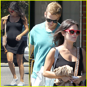Rachel Bilson & Hayden Christensen Prep for the Baby at Bed, Bath & Beyond