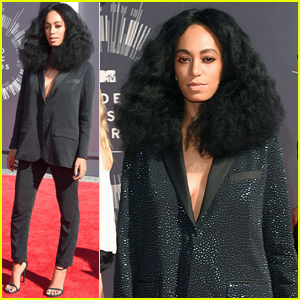 Solange Knowles Arrives to Support Sister Beyonce at the MTV VMAs 2014!