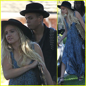 Ashlee Simpson & Evan Ross Visit Her Mom After Honeymoon
