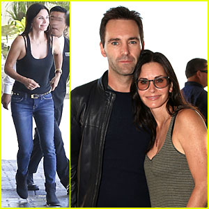 Courteney Cox Cozies Up to Fiance Johnny McDaid at Rock4EB Event