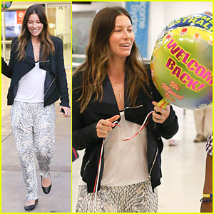 Jessica Biel Looks So Happy To Be In Australia For Justin Timberlake's Tour Stop