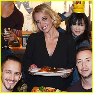 Britney Spears Treats Her Dancers to Buca di Beppo Dinner