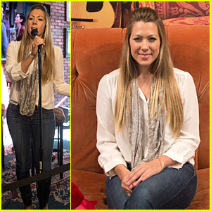 Colbie Caillat Sings 'Smelly Cat' at 'Friends' Central Perk Shop