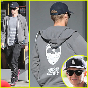 Hayden Christensen Brings Awareness to 'American Heist' at Gas Station