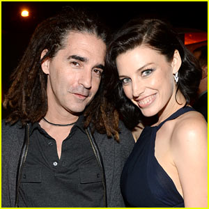 Mad Men S Jessica Pare Is Pregnant Expecting First Child