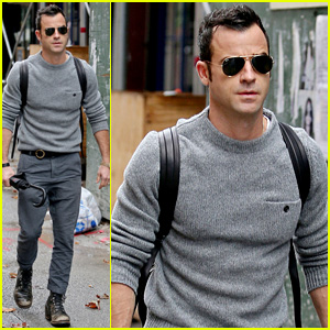 Justin Theroux Prepares for Rainy Weather in New York City
