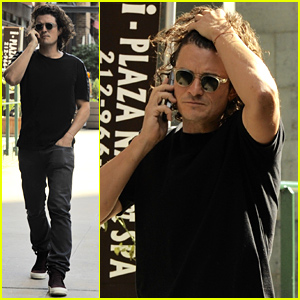 Orlando Bloom Tames His Gorgeous Curly Locks in Windy NYC