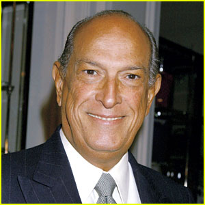 Oscar de la Renta Dead - Legendary Fashion Designer Dies at 82
