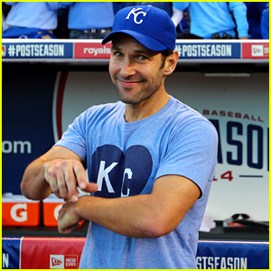 Paul Rudd Just Invited Us All to a Kegger at His Mom's House!