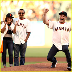 Robin Williams' Kids Throw Out First Pitch at World Series Game